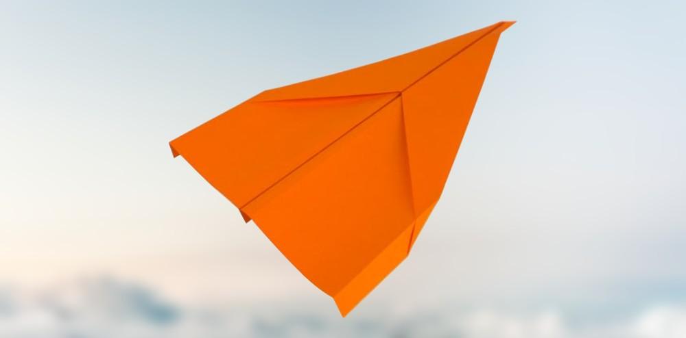 gleiter papierflieger basteln in nur 5 schritten zum perfekten flieger. Black Bedroom Furniture Sets. Home Design Ideas