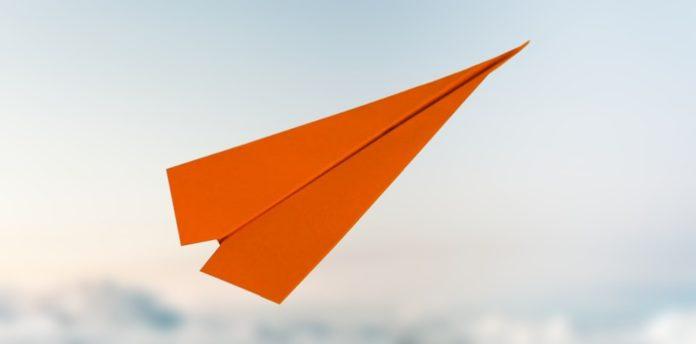 papierflieger pfeil, papierflieger gleiter, einfach basteln, papierflugzeug falten, flugzeug bauen, flieger falten, flieger basteln