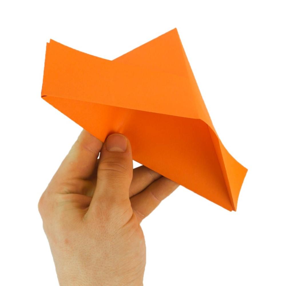 Papierschiff falten Schritt 9