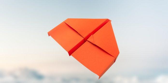 coole papierflieger, die besten papierflieger, bester papierflieger, anleitung papierflieger, flugzeug falten, papierflieger einfach, papierflieger basteln einfach