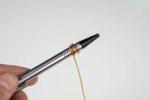 Draht um einen Kugelschreiber gewickelt
