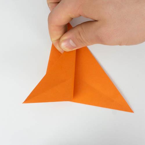 Den Körper des Origami Fischs falten