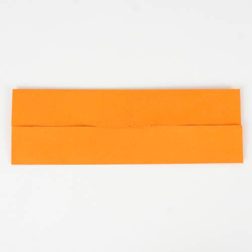 Origami Papier - Die Außenseiten sind zur Mitte gefaltet.