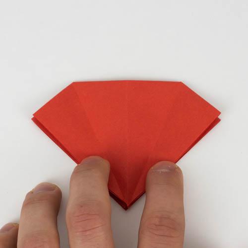 Origami Kranich falten Anleitung - Ecken wurden wieder zurück gefaltet.