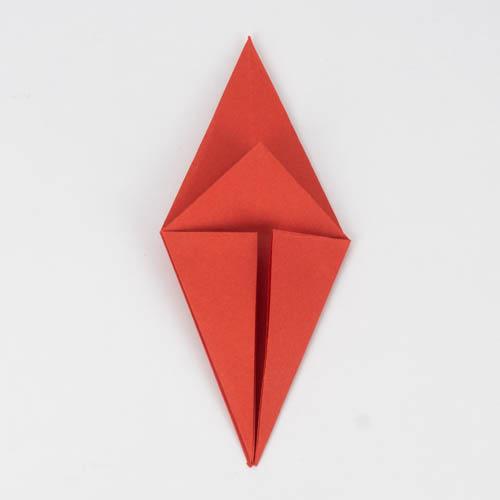 Wiederhole alle Schritte auf der anderen Seite des Origami Kranichs.