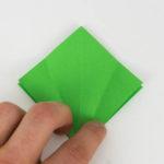 Grundform für einen Origami Papagei - Schritt 9