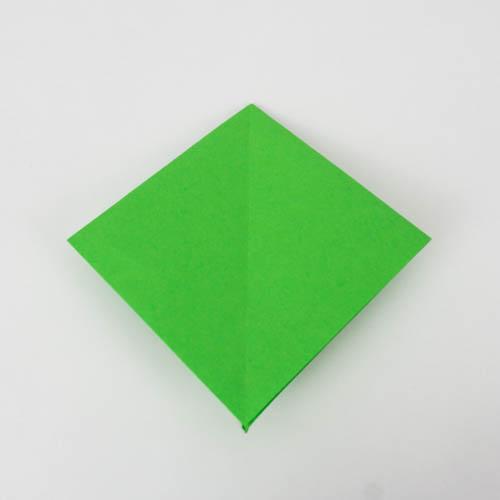 Der Origami Papagei wurde nun auf die andere Seite gedreht.