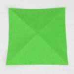 Origamipapier 15x15 Zentimeter 2-fach diagonal in der Hälfte gefaltet