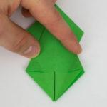 Beide Seiten werden wieder zurück gefaltet - Papagei basteln Origami