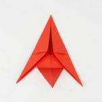 Origami Fisch - Die Spitze wieder zurück gefaltet.