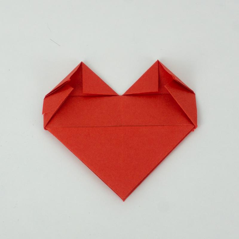 Die Spitzen des Herzens falten