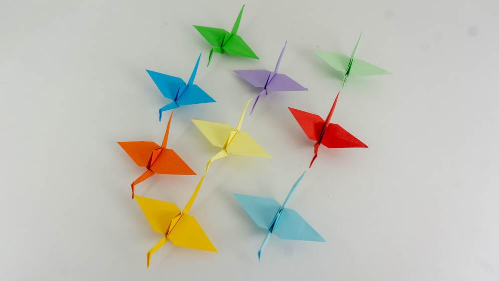 Origami Kraniche für das Mobile basteln