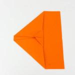 Ein Papierflugzeug Segelflugzeug falten