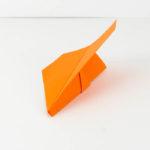 Einen herrkömmlichen Gleiter falten - Papierflieger Gleiter falten Anleitung