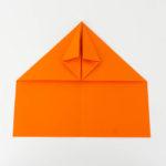 Wie bastelt man einen Papierflieger - Schritt 13