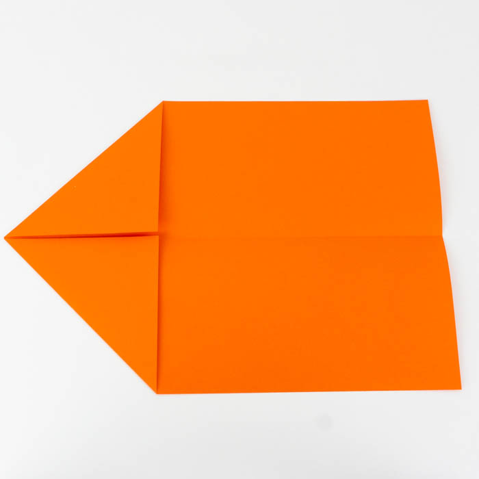 Die Spitze des Papierflieger Pfeils basteln - Anleitung