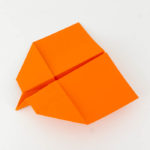 Wie bastelt man einen Papierflieger - Anleitung - Habicht Papierflieger falten