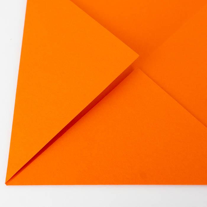 Die Spitze des Papierfliegers Falten - Tipps und Tricks für Anfänger