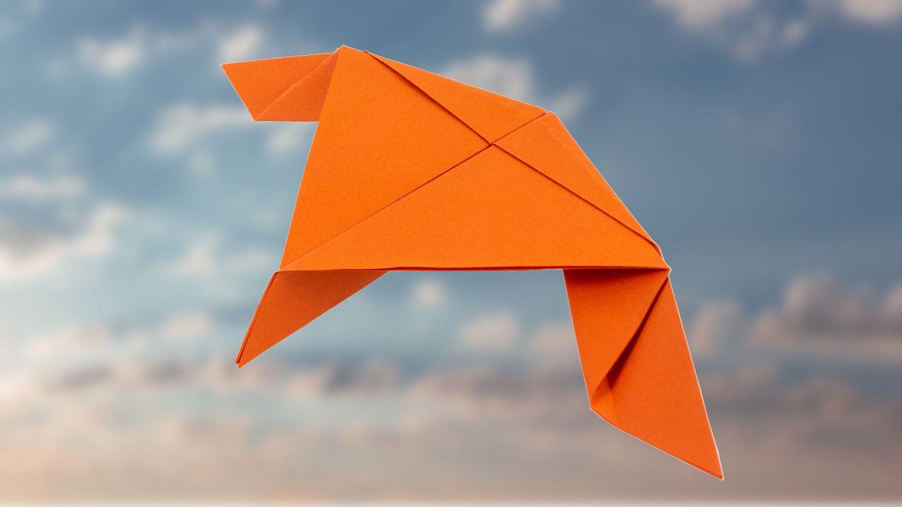 Papierflieger Schwalbe falten - Schritt 1
