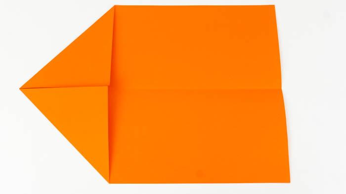 Bastelanleitung Papierflieger - Hängegleiter falten Schritt 2