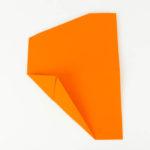 Das Papierflugzeug falten Schritt 6- Anleitung