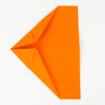 Schritt 8 - Anleitung, wie man einen Papierflieger bastelt