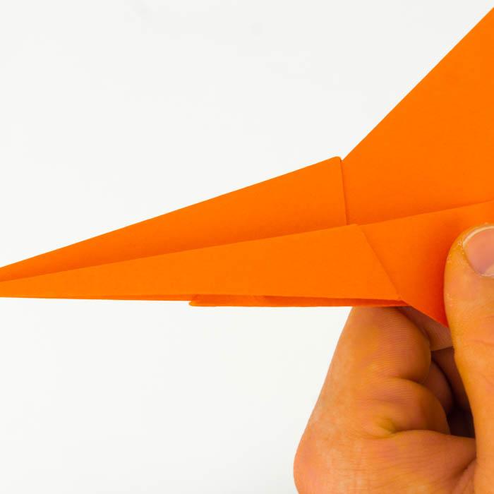 Die Flügel des Fliegers falten