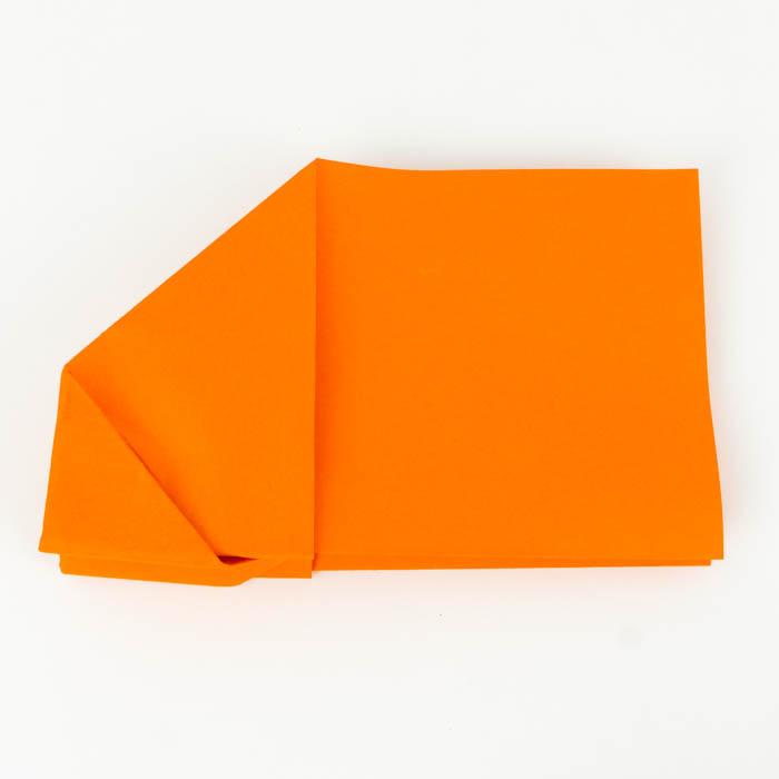Die Tragflächen des Papierfliegers falten - Anleitung