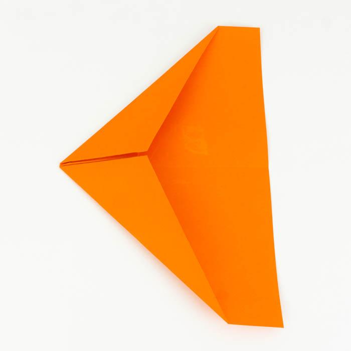 Ein Papierflugzeug falten - Schritt 10