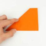 Schritt 11 der Papierflieger Anleitung