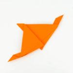 Papierflugzeug basteln Anleitung - Schritt 9
