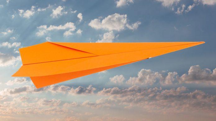Altbewährter Pfeil - Schnelles Papierflieger falten Anleitung